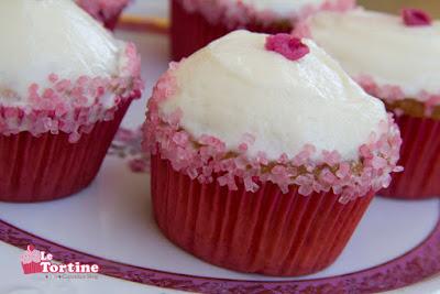 Cupcakes alla rosa e cioccolato bianco