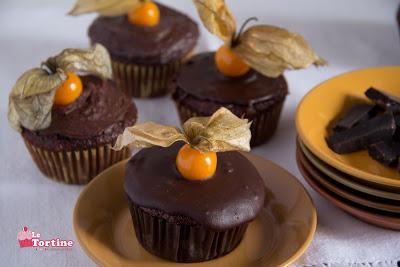 Cupcakes al cioccolato e alchechengi