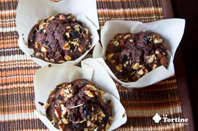 Muffin di grano arso al cacao, frutta secca e rosmarino