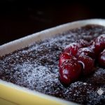 Clafoutis al cacao e ciliegie