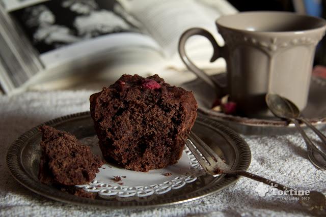 Muffin al doppio cioccolato e lamponi