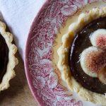 Crostatine al cioccolato, fichi e miele di lavanda