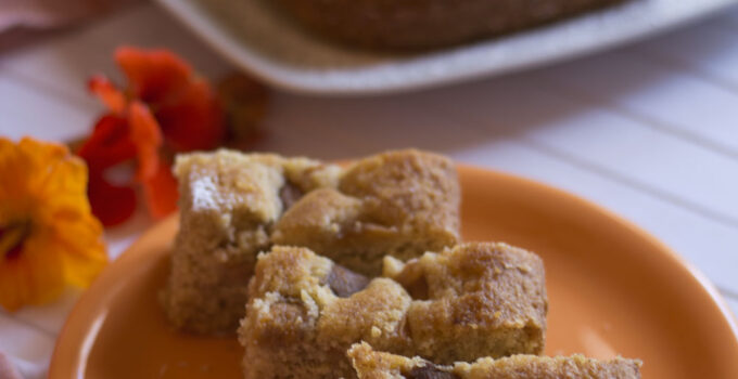 Torta di polenta integrale alla panna e nespole