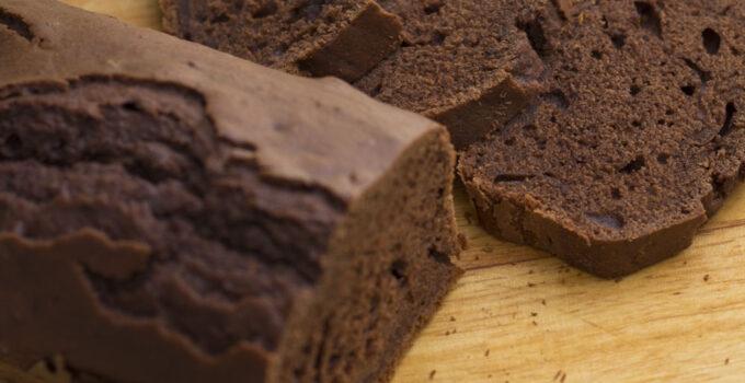 Plumcake al cacao e basilico