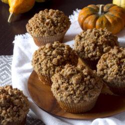 Muffin ai 7 cereali con zucca e streusel di nocciole speziate