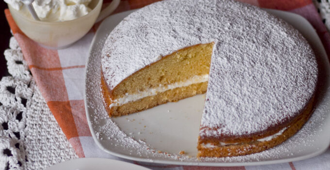 Torta al miele con panna e bergamotto